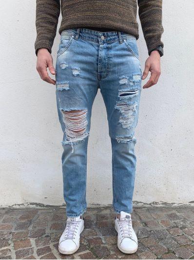 Jeans strappi e toppe